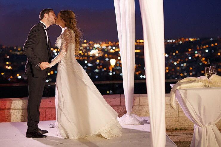 israeli wedding at night